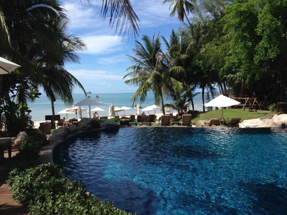 Pool am Strand - der erste Blick aufs Meer